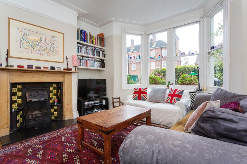 A homely four-bedroom house in White City. - Image 1 - London - rentals
