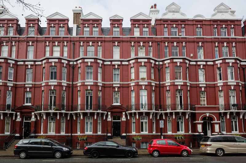 Lower ground one-bed flat in an amazing location. - Image 1 - London - rentals