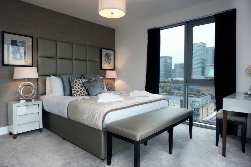 A super sleek two-bedroom penthouse, just east of the City, near Canary Wharf. - Image 1 - London - rentals