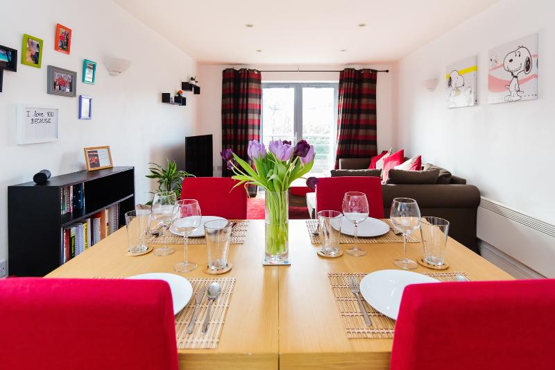 A contemporary two-bedroom apartment in Ealing. - Image 1 - London - rentals