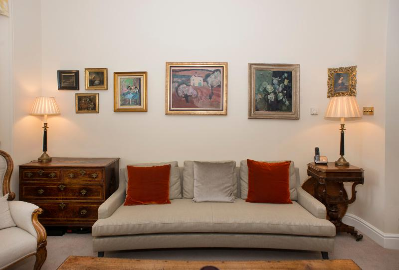 Classy, elegant townhouse provides a modern yet quintessentially English feel. - Image 1 - London - rentals