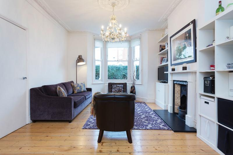 A beautiful three-bedroom house nearby Clapham South tube station. - Image 1 - London - rentals