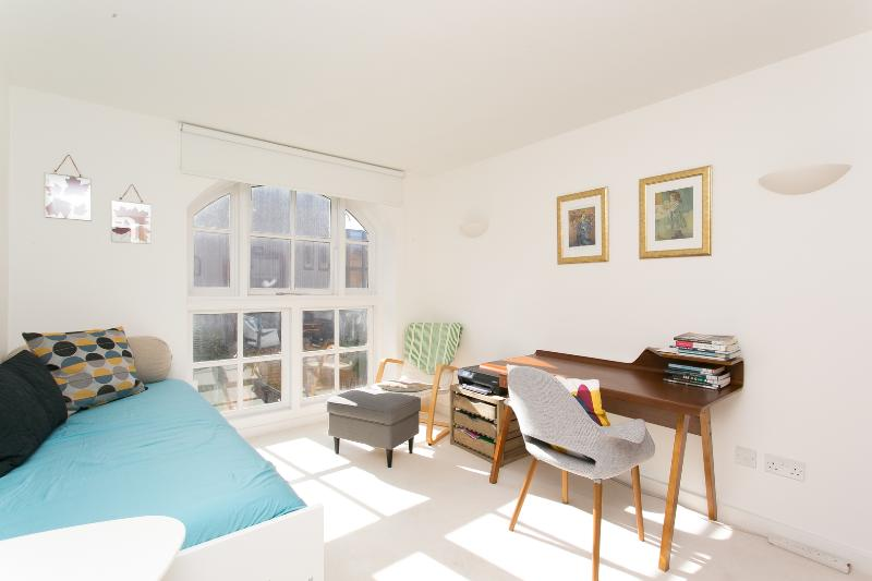 A gorgeously bright three-bedroom home in Hackney, nearby Victoria Park. - Image 1 - London - rentals