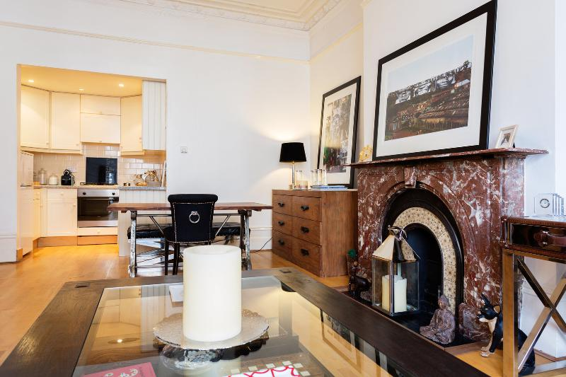 Smart 2 bed on Sinclair Road, Kensington - Image 1 - London - rentals