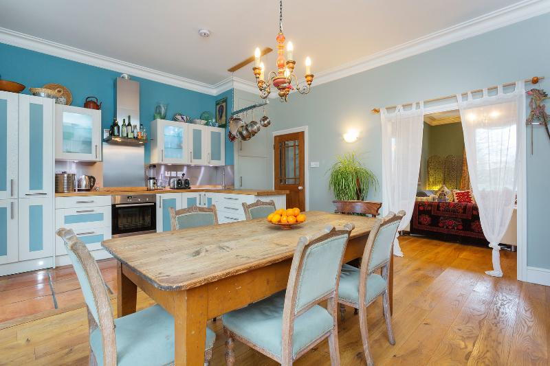 A quirky three-bedroom house in trendy Dalston. - Image 1 - London - rentals