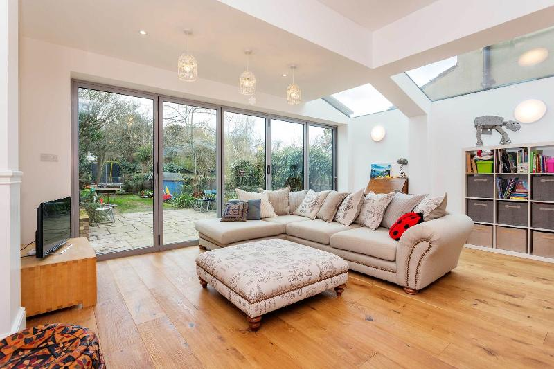 A spacious and stylish four-bedroom home in Kensal Rise. - Image 1 - London - rentals