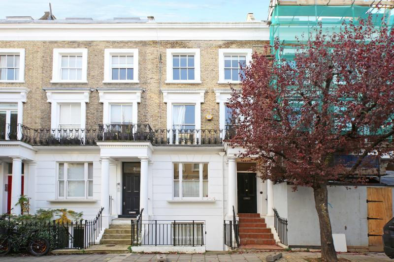 A large four-bedroom home with self-contained flat in Westbourne Grove. - Image 1 - London - rentals