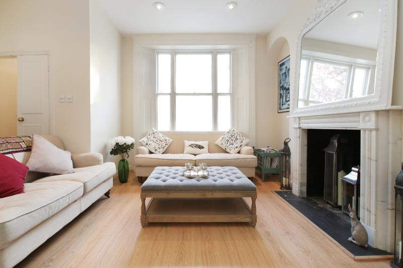Large 4 bed home with terrace, Courtnell Street, Notting Hill - Image 1 - London - rentals