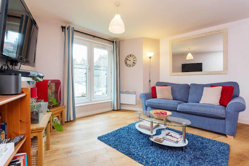 A fresh, modern apartment in colourful Brixton. - Image 1 - London - rentals