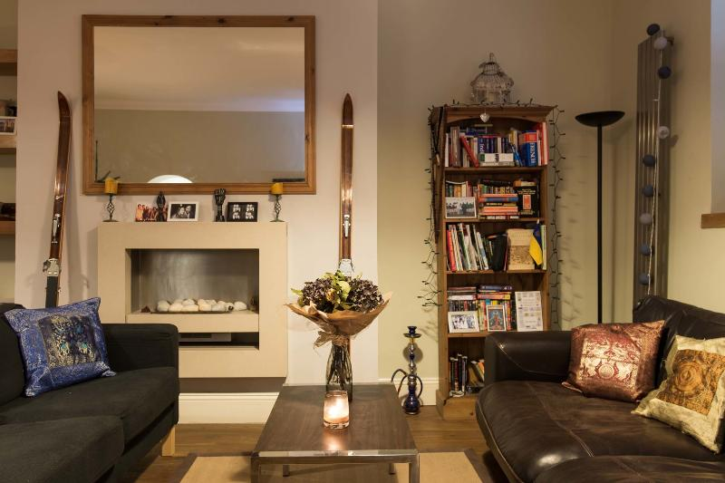 A well-located two-bedroom apartment, just moments from Kensington Gardens. - Image 1 - London - rentals
