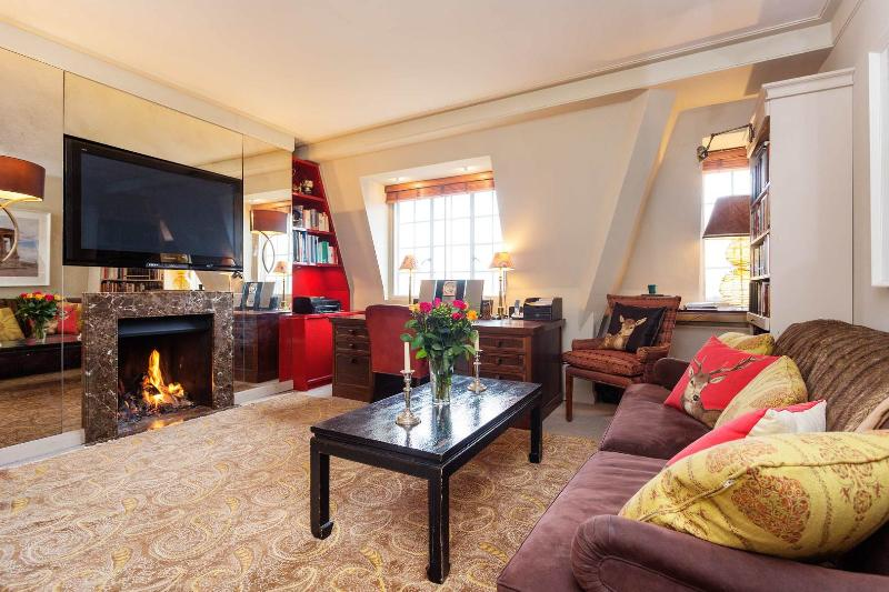 A beautifully-designed flat in the heart of Chelsea. - Image 1 - London - rentals