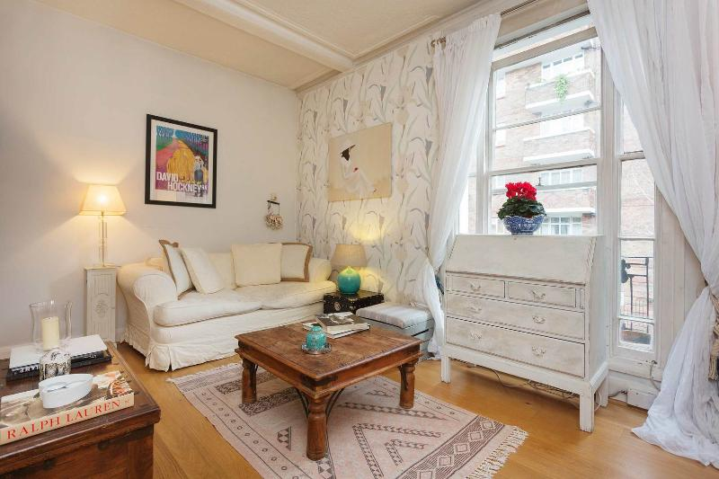 Welcoming one-bed apartment in Pimlico, near the River Thames. - Image 1 - London - rentals
