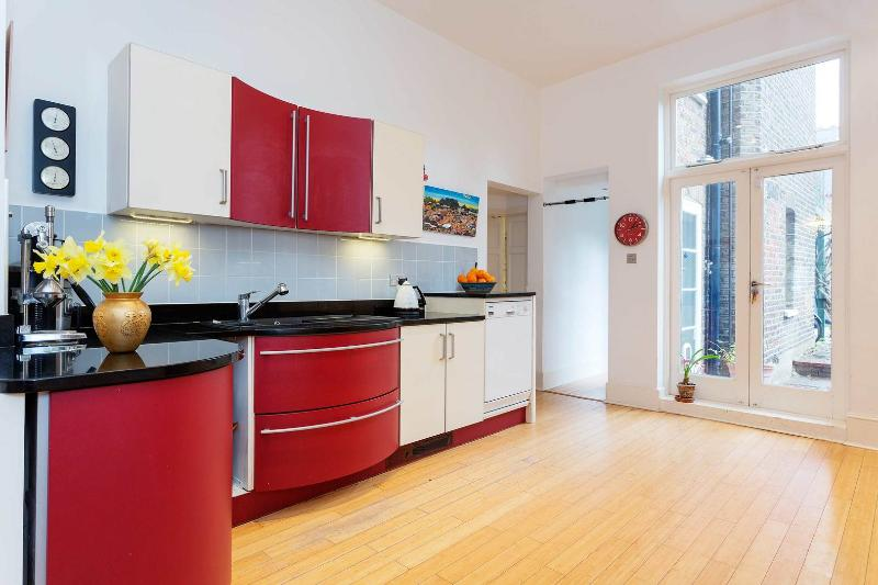 A gorgeous and spacious four-bedroom family home at the foot of Hampstead Heath. - Image 1 - London - rentals