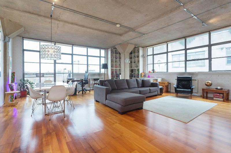 An artistic, edgy and open-plan apartment with incredible views of the canal. - Image 1 - London - rentals