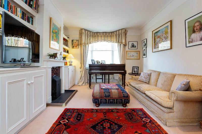 This spacious three-bedroom home is well located in Wandsworth, next to the common. - Image 1 - London - rentals
