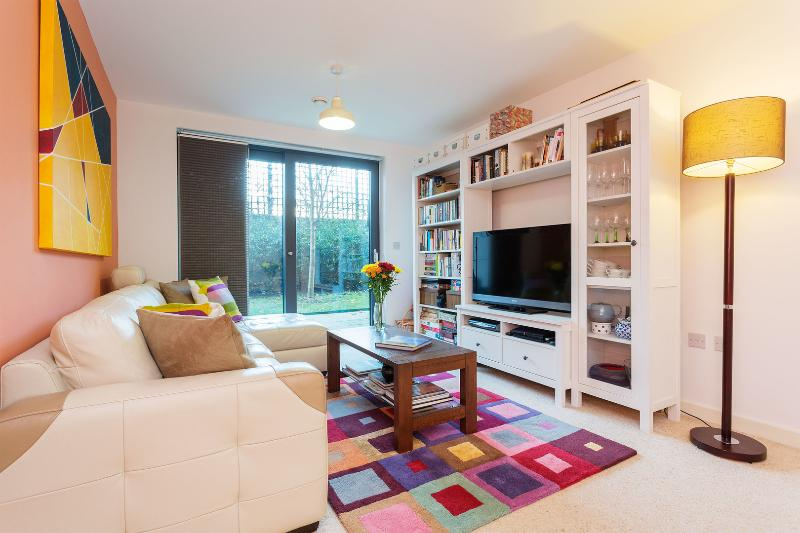 An ultra modern one-bedroom flat in friendly Putney. - Image 1 - London - rentals