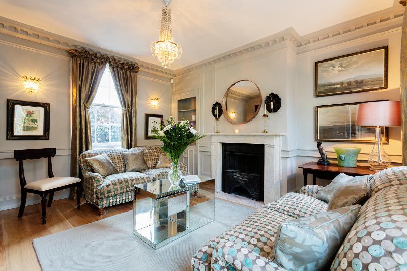 Grand seven-bed Georgian house near Waterloo - Image 1 - London - rentals