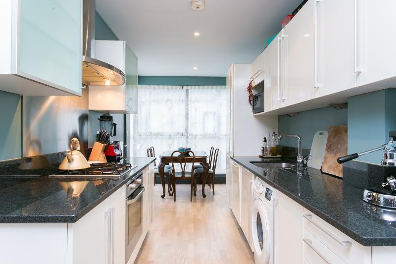 A stylish three-bedroom home just off Essex Road, Islington. - Image 1 - London - rentals