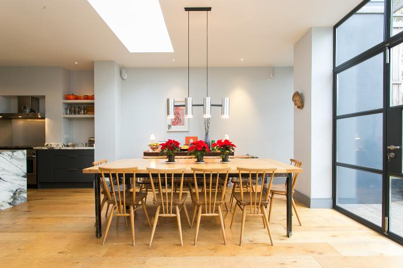 An outstanding five-bedroom house nearby Shepherd's Bush. - Image 1 - London - rentals