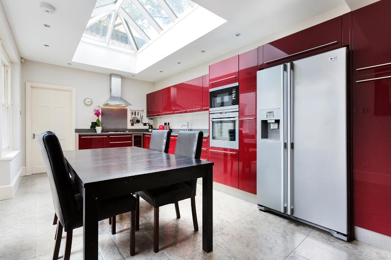 Beautiful four-bed apartment with a courtyard garden. - Image 1 - London - rentals