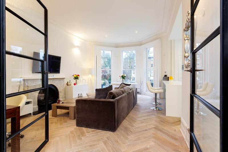 An ultra stylish one-bedroom apartment with terrace in desirable Primrose Hill. - Image 1 - London - rentals