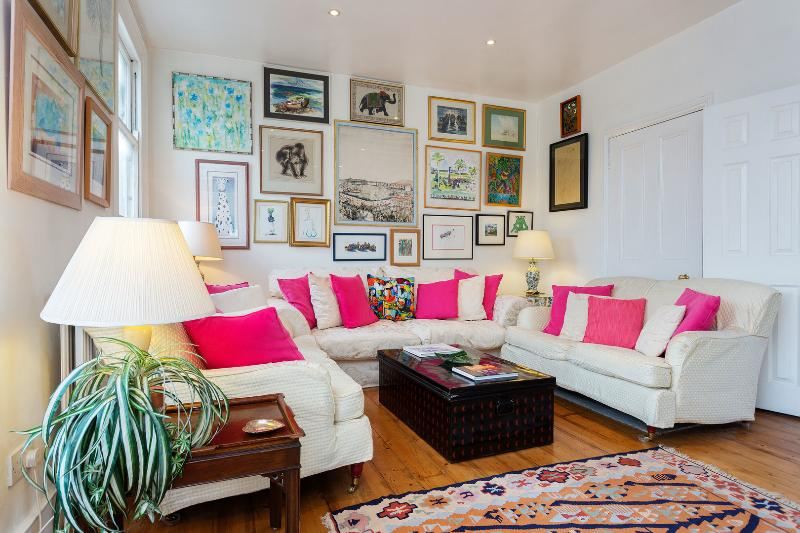 A beautiful two-bedroom apartment in fashionable Fulham. - Image 1 - London - rentals