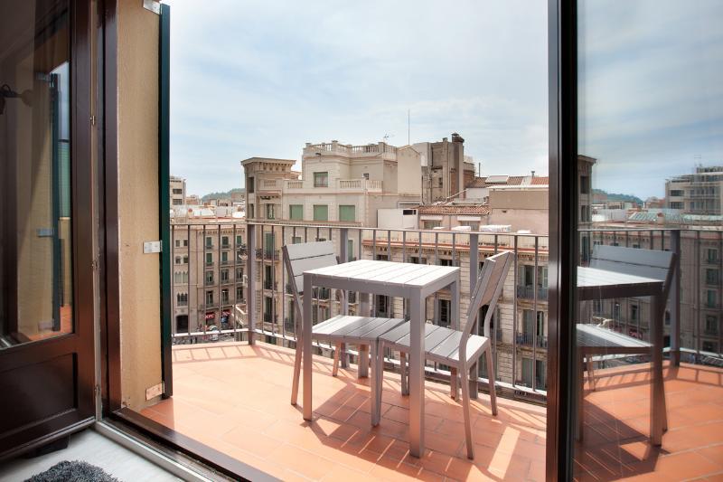 Apartment Near Plaza Catalunya in Barcelona - Loreto - Image 1 - Barcelona - rentals