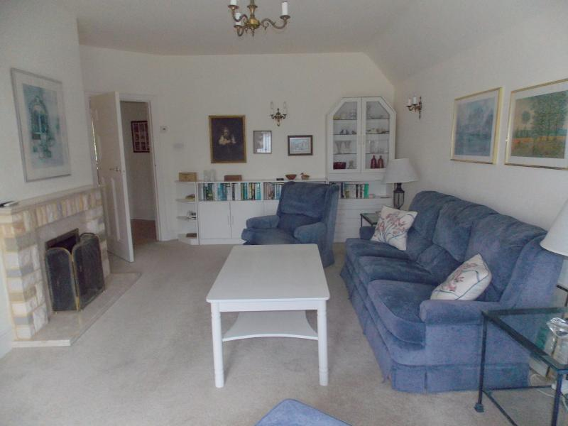 Lounge with access to outside terrace - FLAT B EASTRY,  THIRD AVENUE, FRINTON ON SEA - Frinton-On-Sea - rentals