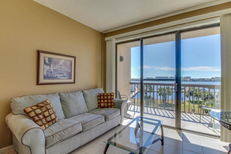 Chic studio condo with private boat slip and shared pool access - Image 1 - Fort Walton Beach - rentals