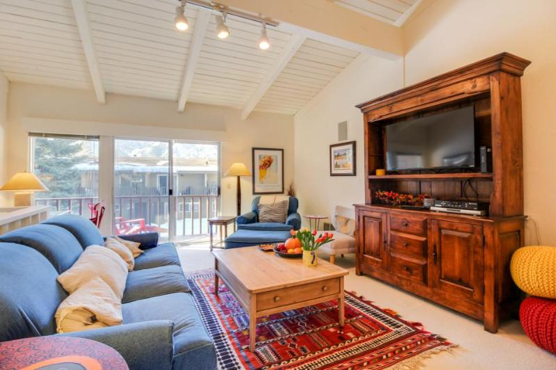 Sunny townhouse w/ views, summer pool, & ski bus pick-up! - Image 1 - Sun Valley - rentals