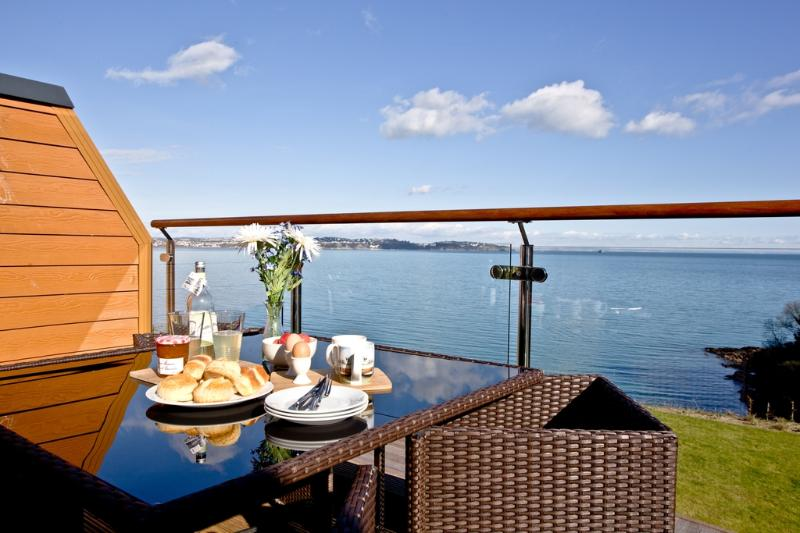 Avocet 2, The Cove located in Brixham, Devon - Image 1 - Brixham - rentals