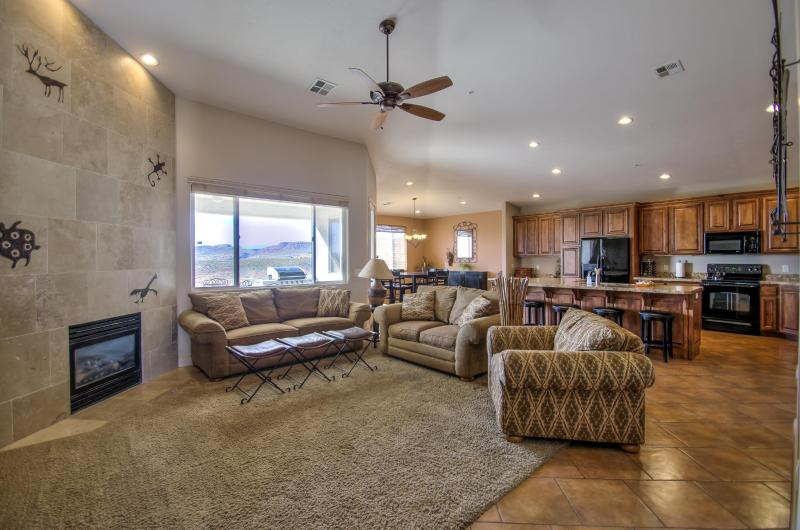 Grand Living Room - First-Class 4 Bedroom Condo in Newest Building at Las Palmas - 2 Master Suites - Saint George - rentals