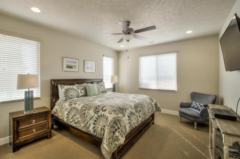 Downstairs Master - King - Bring Your Family to Paradise - Santa Clara - rentals