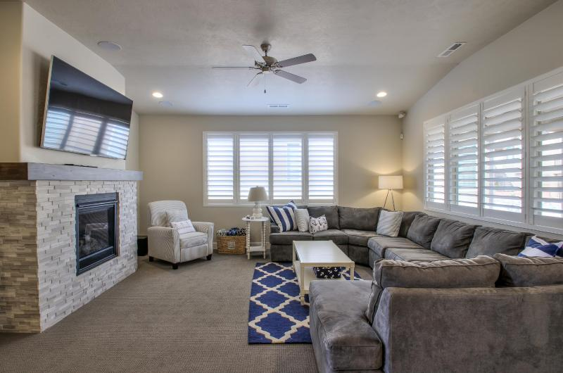 "Hang Out here with a 70"" TV and Surround Sound - Nautical Port #28 - 3BD (Paradise Village) - Santa Clara - rentals"