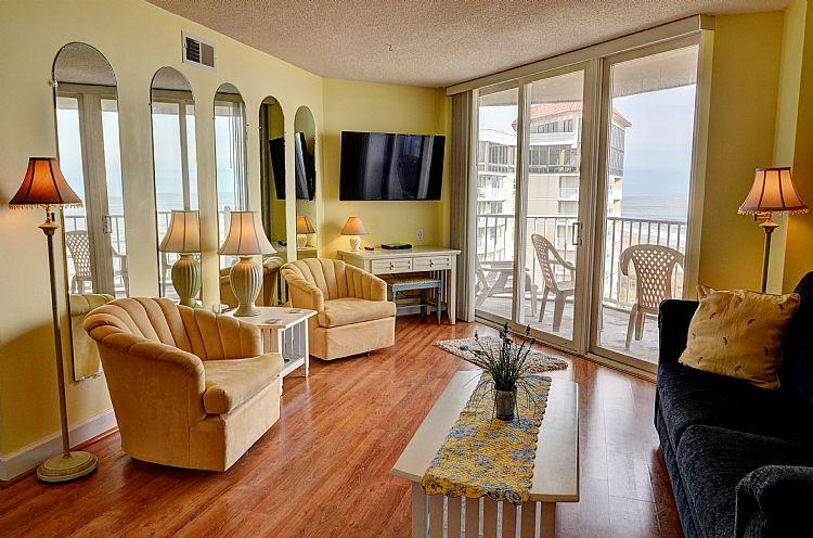 Livingroom - St. Regis 1510 - Beach Front, Pool Access and On-site Resturant - North Topsail Beach - rentals