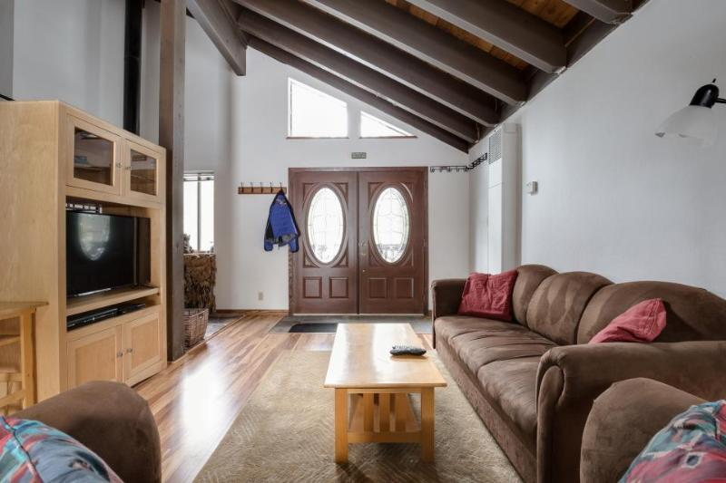 Dog-friendly alpine home with a shared hot tub, pool, gym, tennis, and more! - Image 1 - Truckee - rentals
