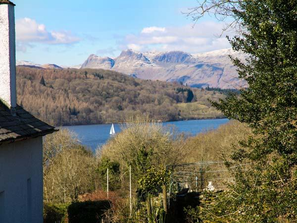 KEMPTON, semi-detached, pet-friendly, WiFi, private patio, in Bowness-on-Windermere, Ref 934814 - Image 1 - Bowness-on-Windermere - rentals