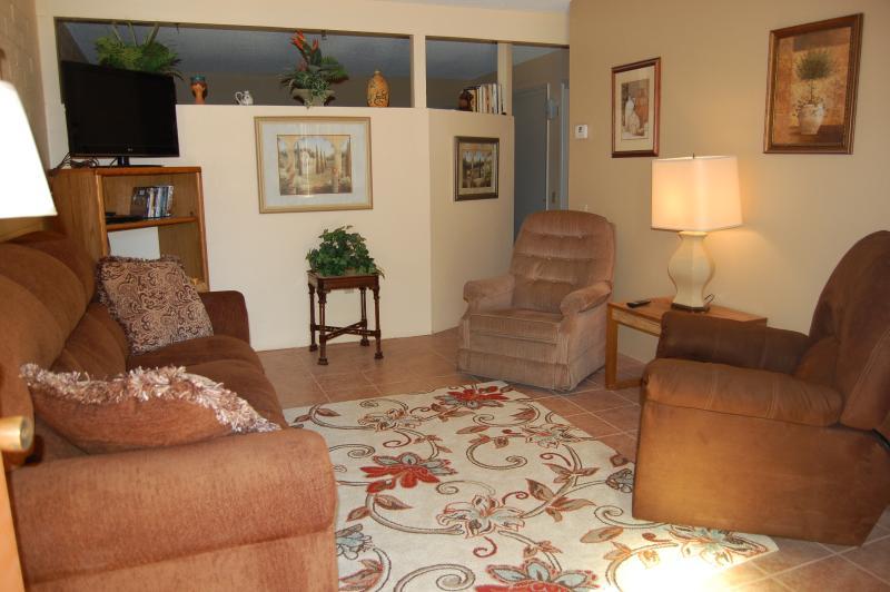 Living Room - Arizona Desert Sun Retreat - Green Valley - rentals