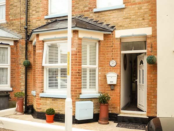 BOB COTTAGE, WiFi, close to beach, courtyard garden, Ramsgate,Ref 931064 - Image 1 - Ramsgate - rentals