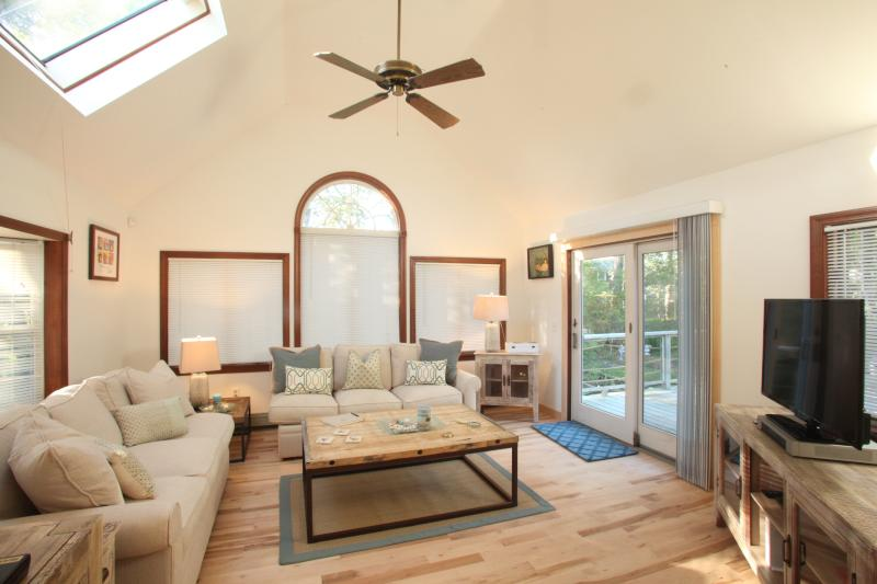 Sunroom-Open concept great room, french door leading out to multi level deck. - Cape Cod Escape! Chatham Beach Chic Vacation Rental 5 min walk to Beach Private - Chatham - rentals