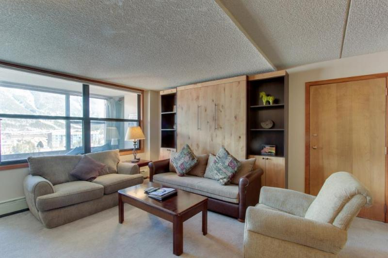Upgraded condo with shared hot tub near slopes - near shops and restaurants - Image 1 - Copper Mountain - rentals