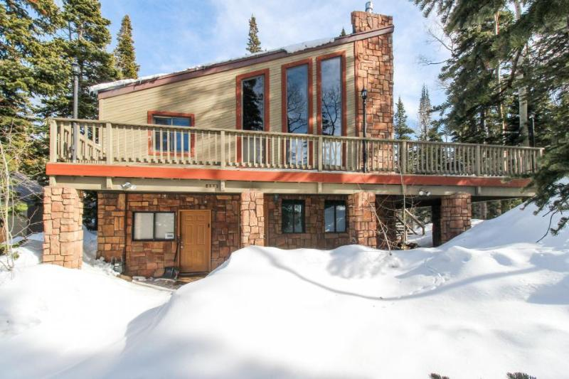 Secluded, dog-friendly cabin located in the center of town - Image 1 - Brian Head - rentals