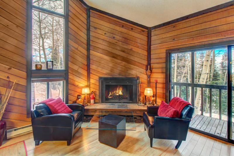 Cozy ski-in/ski-out chalet in a great location - family-friendly! - Image 1 - Brian Head - rentals