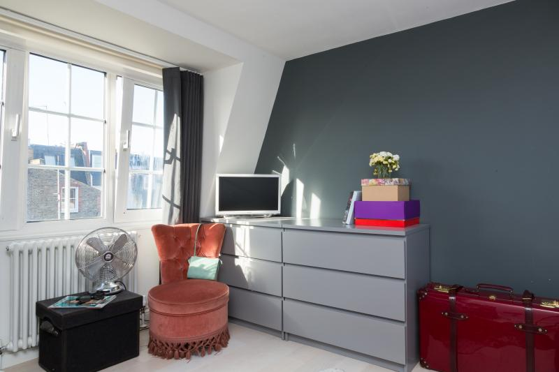 One Fine Stay - Broughton Road III apartment - Image 1 - London - rentals