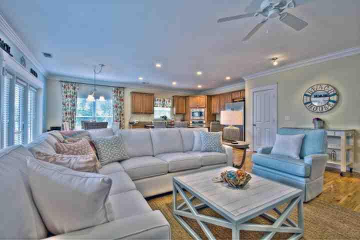 EZ Come EZ Geaux is tastefully decorated to ensure comfort and fun for the whole family - EZ Come EZ Geaux at Sable Pointe East - Lagoon Pool - Seacrest Beach - Seacrest Beach - rentals