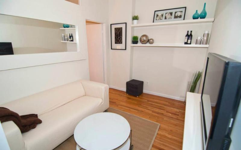 Convenient 2 Bedroom, 1 Bathroom SoHo Apartment in Bustling Neighborhood - Image 1 - Newark - rentals