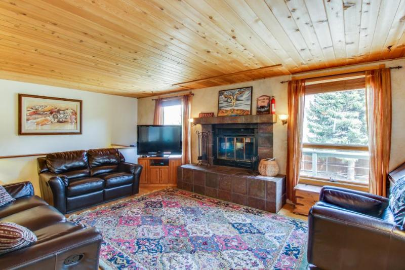 Beautiful, dog-friendly home w/ large private hot tub - minutes from Durango! - Image 1 - Durango - rentals