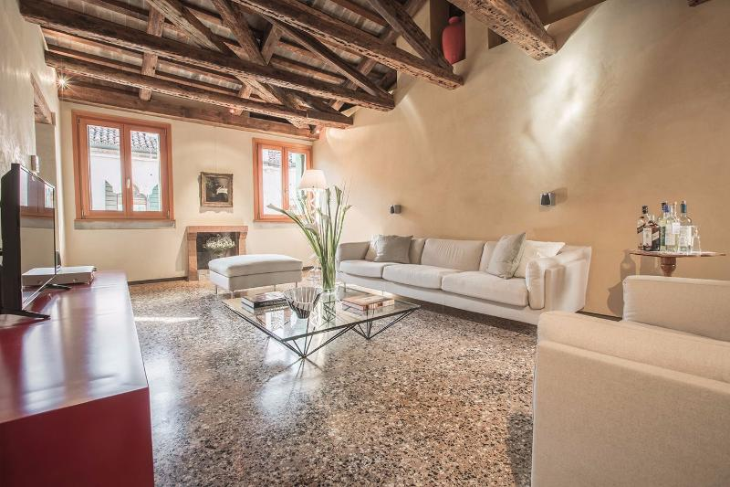 Donatello living room with canal view - Donatello - Venice - rentals