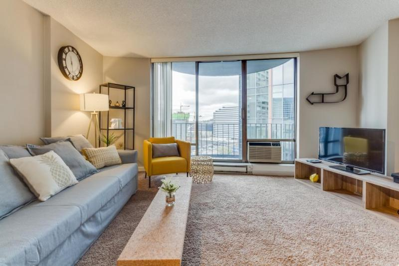 Spacious downtown condo w/ pool, steps to Convention Center! - Image 1 - Seattle - rentals