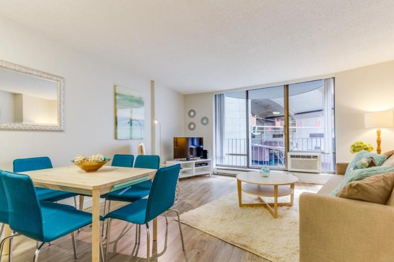 Downtown condo w/ pool, steps to Convention Center & more! - Image 1 - Seattle - rentals